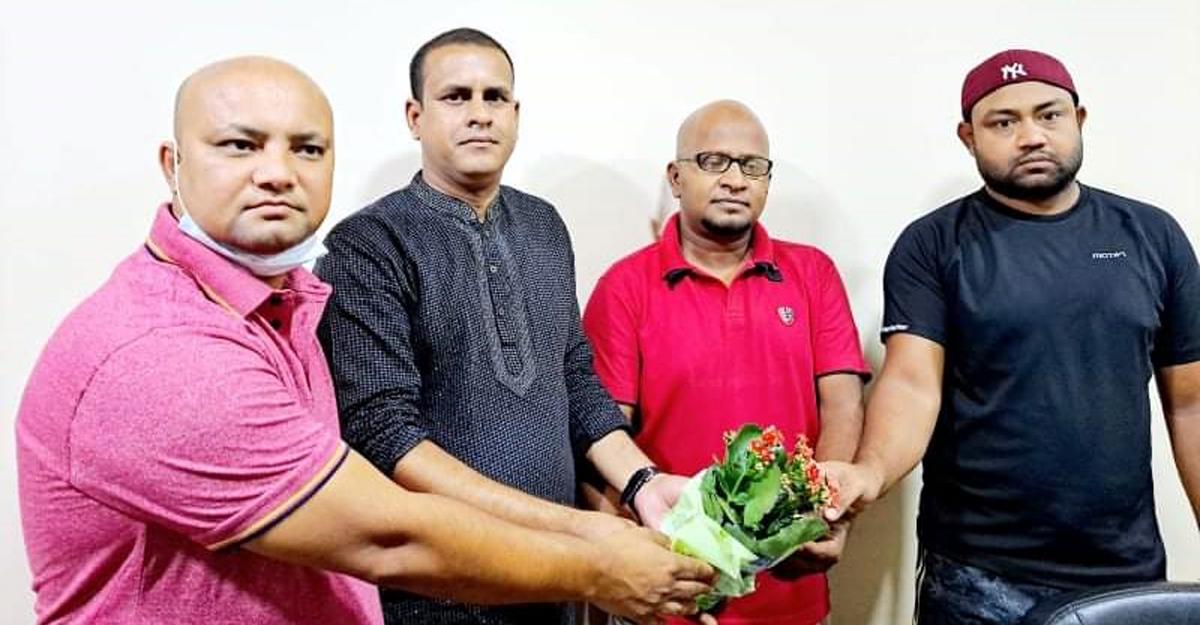 কুয়েতে 'বাংলাদেশ প্রেসক্লাব' সাধারণ সম্পাদককে ফুলেল শুভেচ্ছা