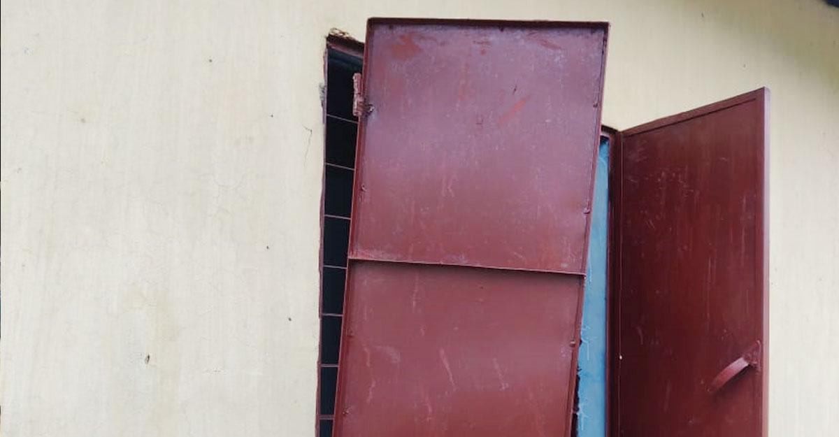 নোয়াখালীতে উপহারের ঘরে দুর্বৃত্তদের হামলা