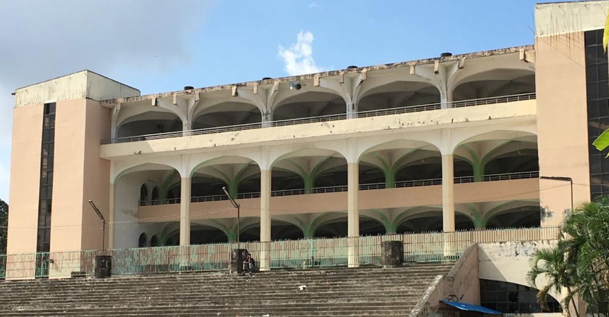 চট্টগ্রামে জমিয়তুল ফালাহ জাতীয় মসজিদে ঈদের ২ জামাত