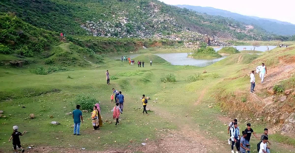 তাহিরপুরে নিষেধাজ্ঞা অমান্য করে পর্যটন এলাকায় ভিড়
